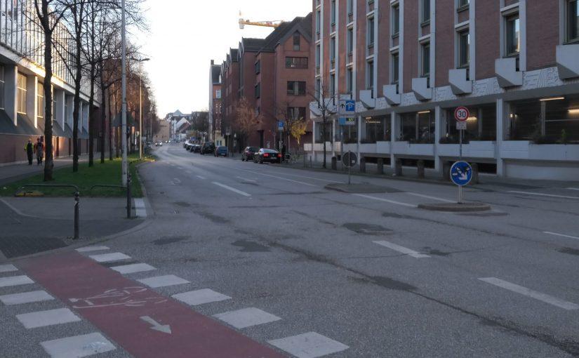 Neuer Radfahrstreifen Hopfenstraße